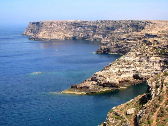 1024px-Gregale_cliffs_lampedusa